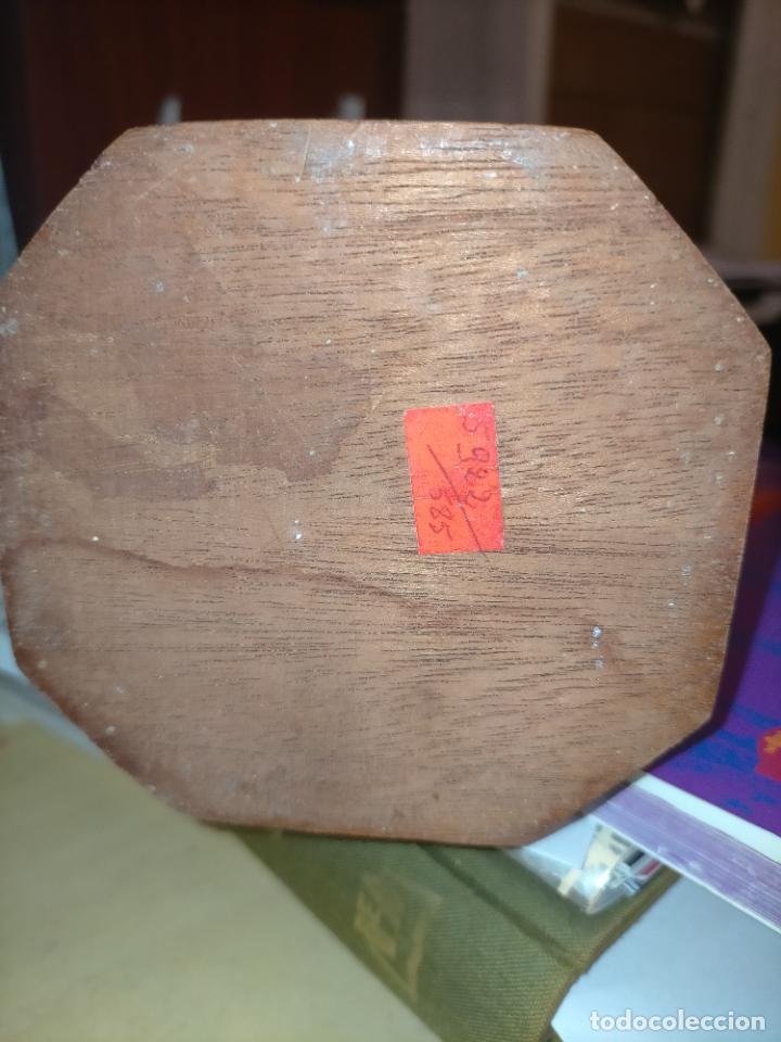 Antigüedades: PREOCIOSA VIRGEN DE LOURDES OJOS CRISTAL PEANA DE MADERA 35,5 CM ALTURA - Foto 15 - 257338340