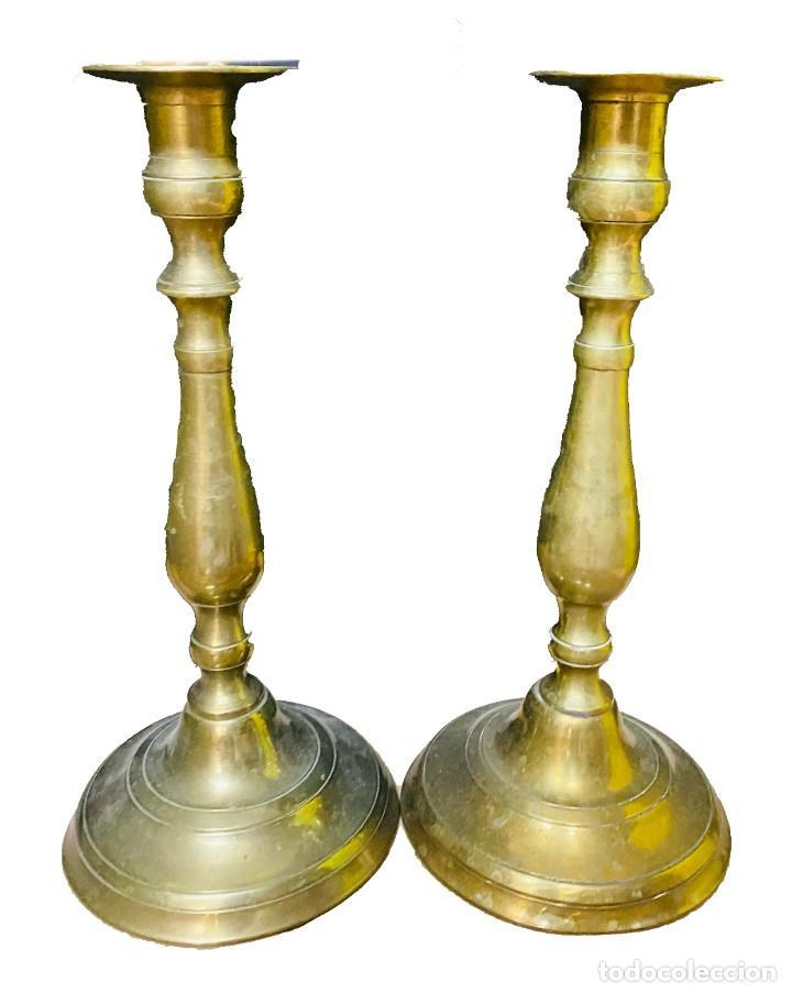 ANTIGUOS CANDELABROS DE IGLESIA DE BRONCE. 27 CM ALTO. S. XIX. (Antigüedades - Iluminación - Candelabros Antiguos)