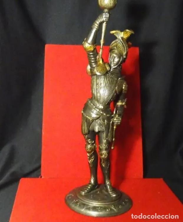 Antigüedades: 38 cmts.-Candelero figura caballero con armadura, policromia. S. XIX.Guerrero.escultura.candelabro - Foto 2 - 257440170