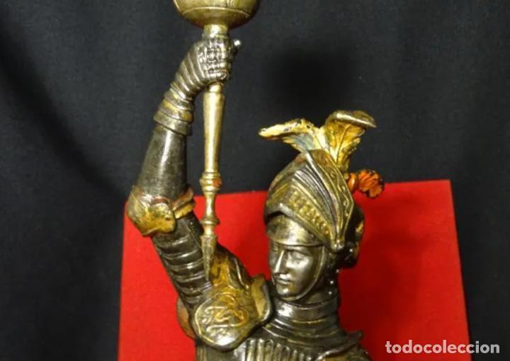 Antigüedades: 38 cmts.-Candelero figura caballero con armadura, policromia. S. XIX.Guerrero.escultura.candelabro - Foto 3 - 257440170