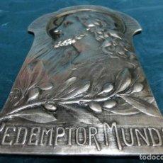 Antigüedades: IMPRESIONANTE MEDALLÓN RELIGIOSO ART NOUVEAU - FIRMADO CON INICIAL - REDEMPTOR MUNDI - MODERNISTA. Lote 257457115