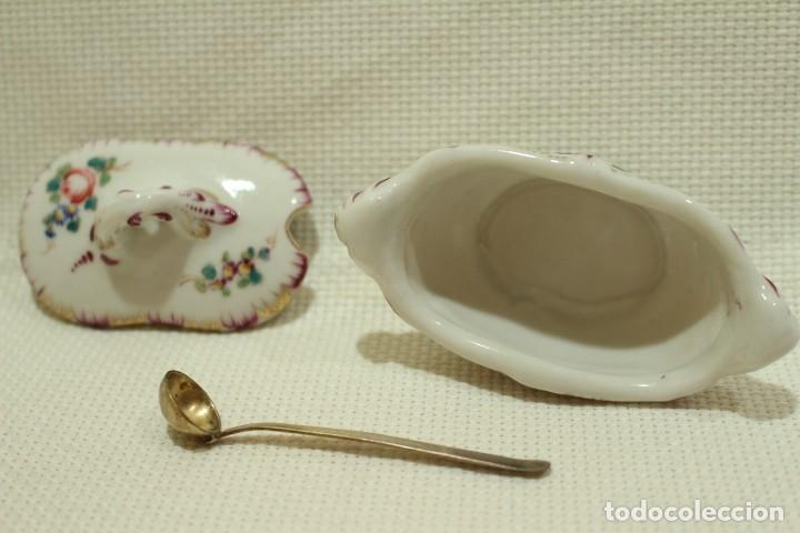 Antigüedades: Salero de porcelana francesa de Sèvres (1753 a 1824) con cuchara de plata - Foto 6 - 257462805