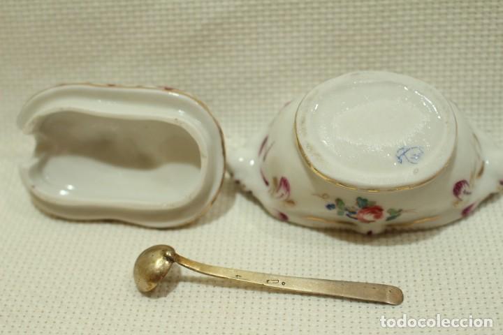 Antigüedades: Salero de porcelana francesa de Sèvres (1753 a 1824) con cuchara de plata - Foto 7 - 257462805