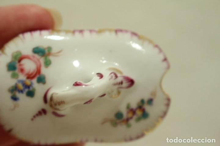 Antigüedades: Salero de porcelana francesa de Sèvres (1753 a 1824) con cuchara de plata - Foto 9 - 257462805