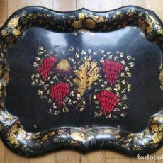 Antigüedades: EXCELENTE BANDEJA ISABELINA S.XIX METAL LATON PINTADO A MANO. MOTIVOS FLORALES. 49X36 CMS. PRECIOSA. Lote 257464370