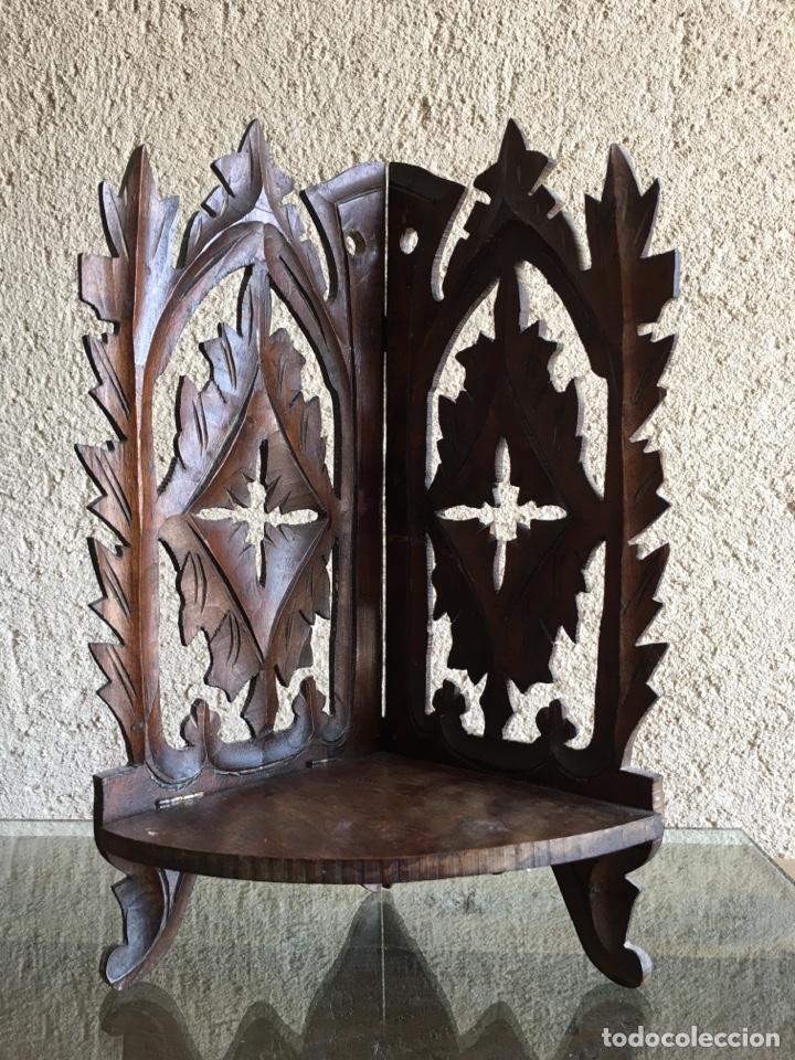 Antigüedades: Ménsula pedestal peana base estante rinconera antiguo plegable de madera de frutal para Virgen Santo - Foto 2 - 257475275