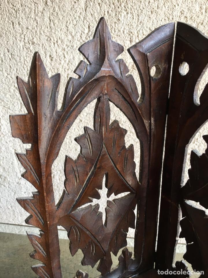 Antigüedades: Ménsula pedestal peana base estante rinconera antiguo plegable de madera de frutal para Virgen Santo - Foto 3 - 257475275