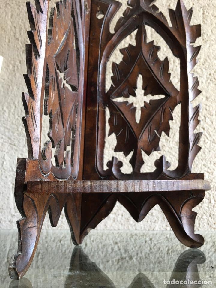 Antigüedades: Ménsula pedestal peana base estante rinconera antiguo plegable de madera de frutal para Virgen Santo - Foto 4 - 257475275