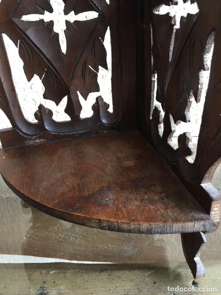 Antigüedades: Ménsula pedestal peana base estante rinconera antiguo plegable de madera de frutal para Virgen Santo - Foto 5 - 257475275