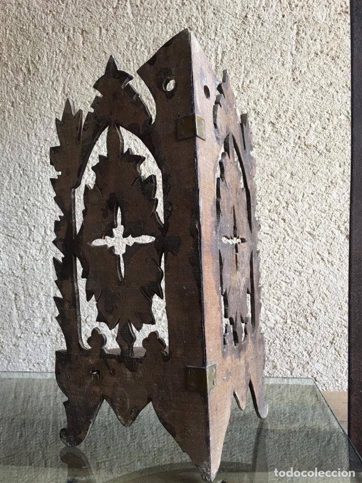 Antigüedades: Ménsula pedestal peana base estante rinconera antiguo plegable de madera de frutal para Virgen Santo - Foto 8 - 257475275