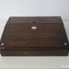 Antigüedades: CAJA ESCRITORIO SIGLO XIX DE MADERA CON INCRUSTACIONES DE NACAR ESCRITORIO DE BARCO. Lote 257475775