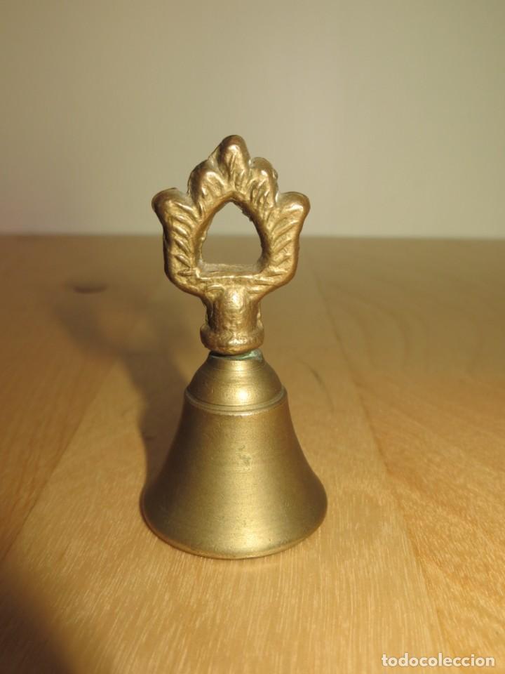 Antigüedades: Antigua campana campanilla llamador bronce de mano - Foto 3 - 257517430