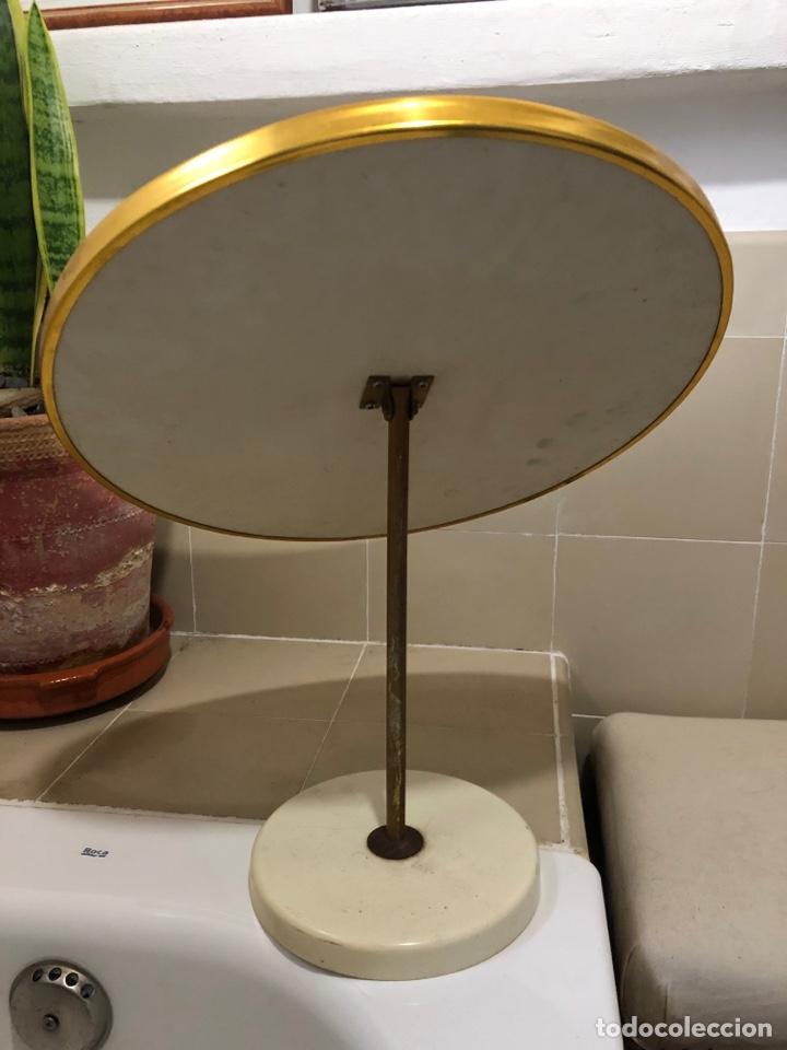 Antigüedades: Antiguo espejo abatible redondo dorado 60-70s - Foto 2 - 257566600