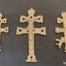 Antigüedades: LOTE DE TRES CRUCES CARAVACA EN BRONCE. Lote 257570735