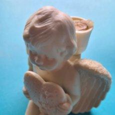 Antigüedades: FIGURA DE CERAMICA BISCUIT ? - ANGEL CON CORAZON EN MANOS Y CESTO EN ESPALDA PARA VELAS - VER FOTOS. Lote 257605730