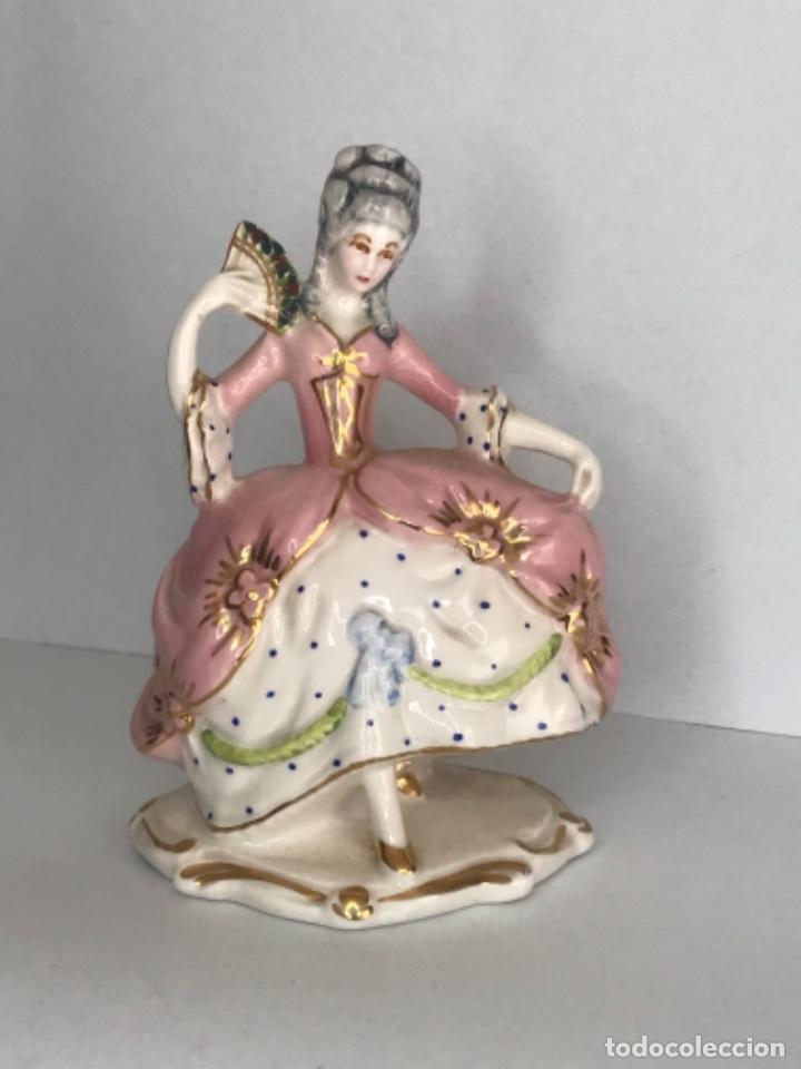FIGURA DE PORCELANA FINA MEDIADOS DEL S.XX. MUJER. (Antigüedades - Porcelanas y Cerámicas - Otras)
