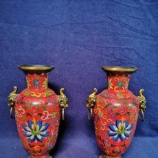 Antigüedades: PAREJA DE JARRONES CHINOS EN CLOISONNE. Lote 257609085