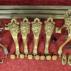 Antigüedades: ALZAPAÑOS, SOPORTES Y ACCESORIOS PARA CORTINAJES. LATON DORADO. SIGLO XIX.. Lote 257615405