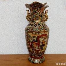 Antigüedades: JARRÓN CHINO ESTILO SATSUMA CRAQUELADO Y PINTADO A MANO AÑOS 60. Lote 257615445