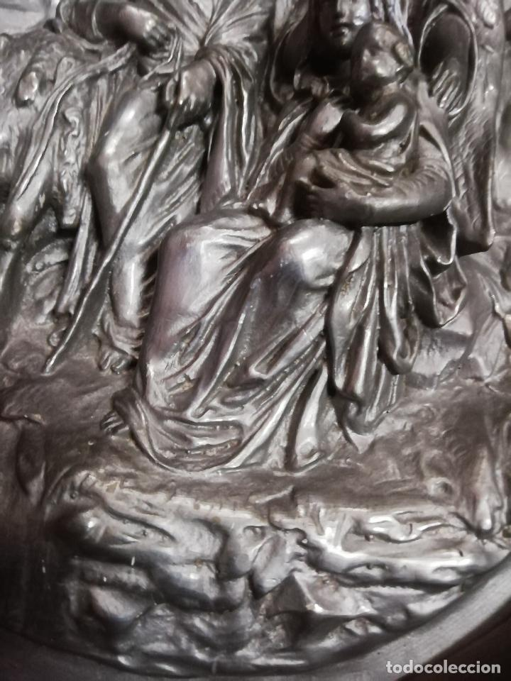 Antigüedades: Óvalo S. XIX Sagrada Familia huida a Egipto. 42 X 35 cms. - Foto 4 - 257708470