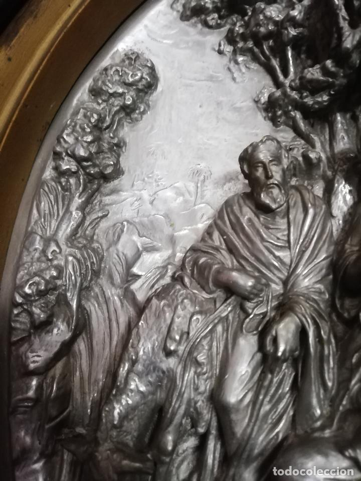 Antigüedades: Óvalo S. XIX Sagrada Familia huida a Egipto. 42 X 35 cms. - Foto 5 - 257708470