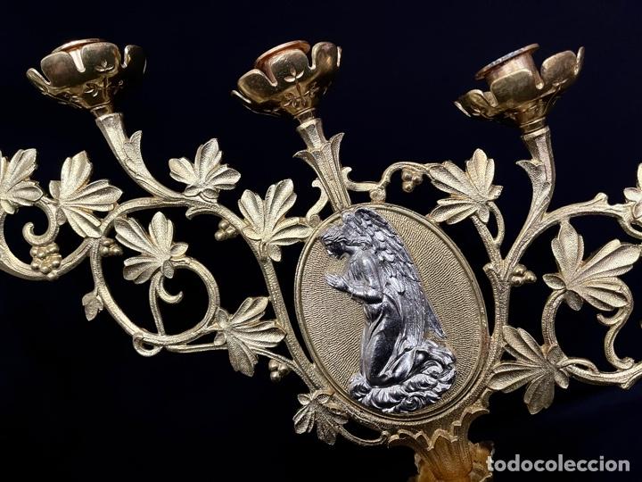 Antigüedades: Pareja candelabros de 5 puntos de luz dorados - Foto 2 - 257723310