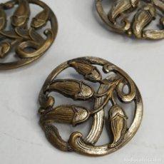 Oggetti Antichi: 5 BOTONES ANTIGUOS 27 MM.. Lote 257764495