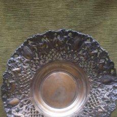 Antigüedades: CENTRO DE MESA EN METAL PLATEADO, HACIA 1930.. Lote 257800975