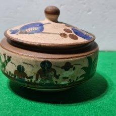 Antigüedades: PRECIOSO BOTE DE CERÁMICA. (MÉXICO? ). FIRMADO EN LA BASE. Lote 257817595