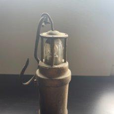 Antigüedades: ANTIGUA LÁMPARA DE MINERÍA CON LUZ. Lote 257838350