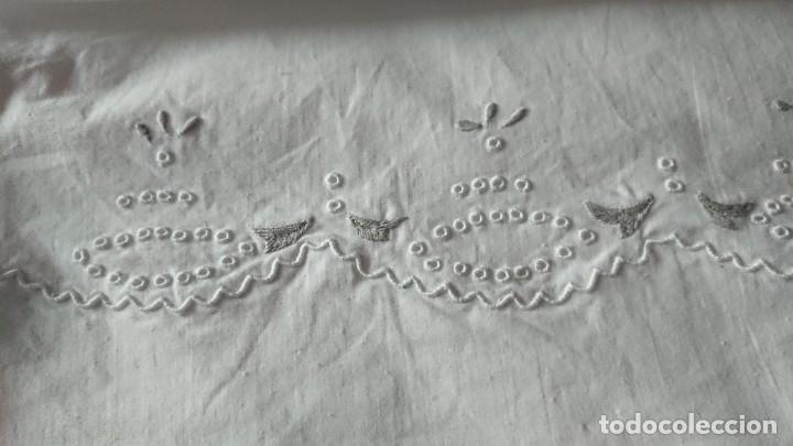 Antigüedades: HERMOSO CONJUNTO DE SÁBANA Y ALMOHADÓN DE TOLRA, 1,35, ALGODÓN. - Foto 4 - 257875690