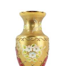 Antiquités: JARRÓN EN CRISTAL DE BOHEMIA DECORADO EN RELIEVES FLORALES PINTADOS. 20X9CM. Lote 218094163