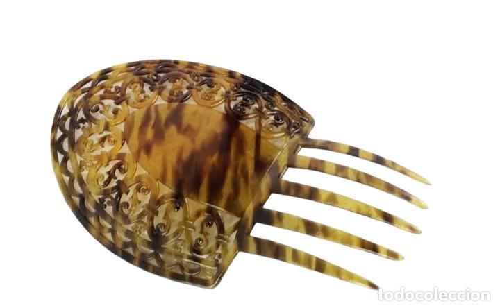 Antigüedades: Peineta en celuloide calada a mano. pps SXX. 22x15cm, teja 15x15cms - Foto 2 - 227267145