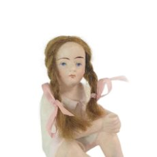 Antigüedades: FIGURA NIÑA PORCELANA BISCUIT, CON CABELLLO CA 1900. FIGURINE, BISQUE PORCELAIN WITH HAIR 80X70X50MM. Lote 243634990