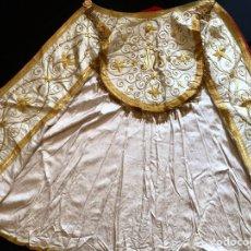 Antigüedades: CAPA PLUVIAL BORDADA EN ORO PARA EL USO. Lote 258115905