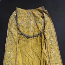 Antigüedades: CAPA PLUVIAL BORDADA EN ORO. Lote 258168520