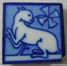 Antiquités: 79,, PEQUEÑO ANTIGUO AZULEJO CON 1 ANIMAL USADO DESPEGADO DE PARED.. Lote 258181115