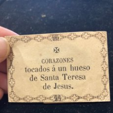 Antiguidades: ANTIGUO SOBRE CON CORAZÓN TOCADO EN LOS HUESOS DE SANTA TERESA. Lote 258379010