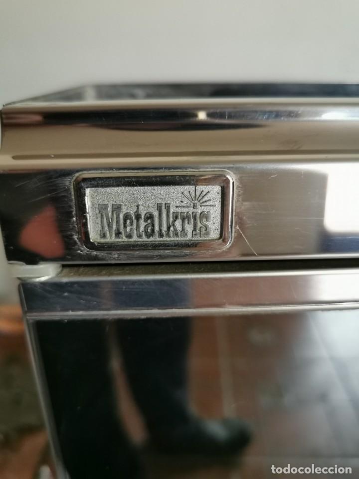 Antigüedades: Mueble de baño metálico marca metalkris. Años 70.practicamente nuevo - Foto 2 - 258548560