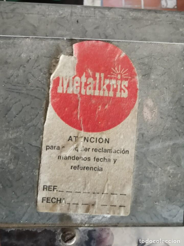 Antigüedades: Mueble de baño metálico marca metalkris. Años 70.practicamente nuevo - Foto 3 - 258548560
