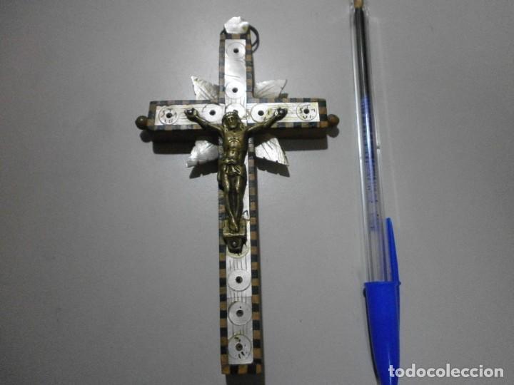 CRUCIFIJO CRUZ DE JERUSALEM EN MADERA NACAR Y CRISTO EN BRONCE (Antigüedades - Religiosas - Crucifijos Antiguos)