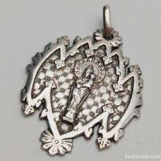 Antigüedades: MEDALLA ANTIGUA VIRGEN CON NIÑO. PLATA. ESPAÑA, FINALES S. XIX. Lote 258768005