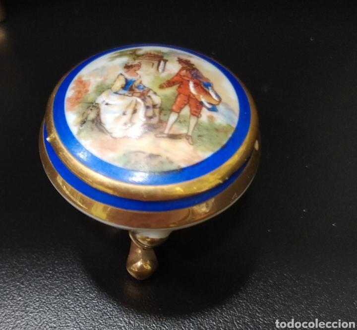 Antigüedades: Lote de dos pastilleros de porcelana Limoges y Calaryce - Foto 2 - 258790280