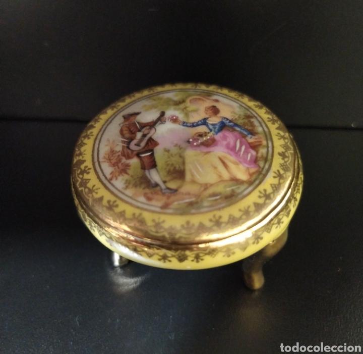 Antigüedades: Lote de dos pastilleros de porcelana Limoges y Calaryce - Foto 3 - 258790280