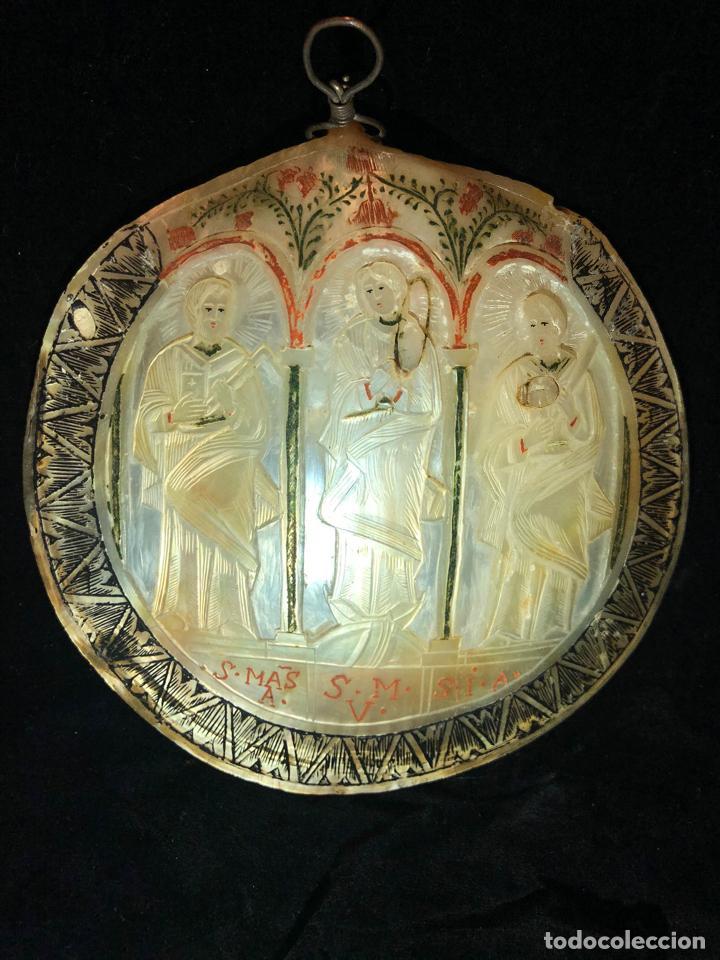 CONCHA TALLADA CON MOTIVO RELIGIOSO (Antigüedades - Religiosas - Varios)