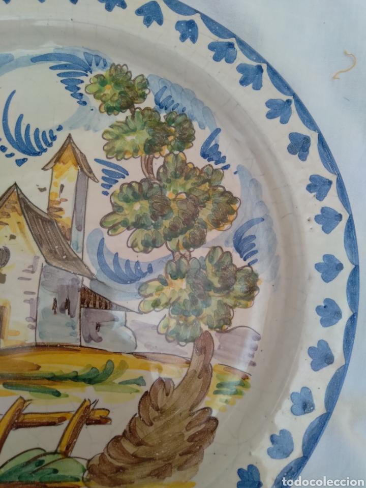 Antigüedades: Plato de colgar cerámica esmaltada - Foto 2 - 258931430