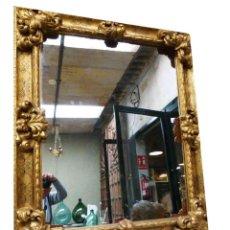 Antigüedades: ESPEJO CON MARCO DE MADERA Y PAN DE ORO. Lote 259210560