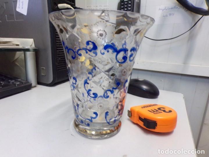 Antigüedades: antiguo jarron centro de mesa cristal tallado pintado decorado a mano tipo cirera - Foto 5 - 259239045