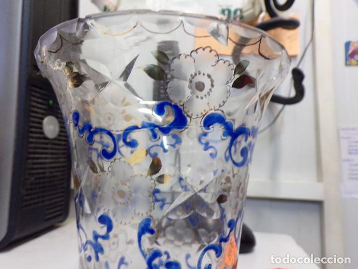 Antigüedades: antiguo jarron centro de mesa cristal tallado pintado decorado a mano tipo cirera - Foto 7 - 259239045