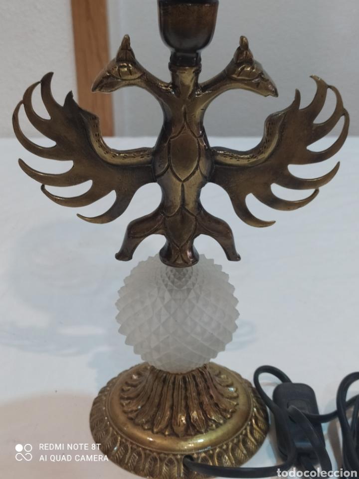 Antigüedades: Impresionante lampara de bronce con águila de dos Cabezas y tulipa ámbar - Foto 3 - 259250715